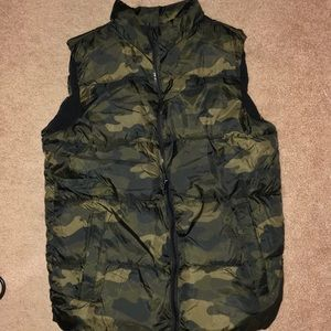 Camouflage puffer vest-EUC WORN ONCE!